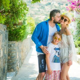 Полина Гагарина поделилась личными фото своей семьи