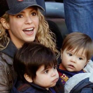 Шакира гастролирует вместе со своими детьми
