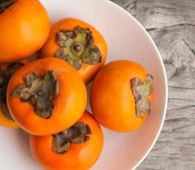 Хурма: польза и вред осеннего фрукта