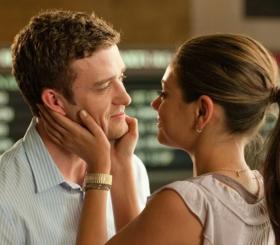 5 женских привычек, которые заставляют мужчин влюбляться