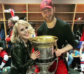 «Мы всё-таки решили расставаться»: Пелагея заявила о разводе с хоккеистом Телегиным