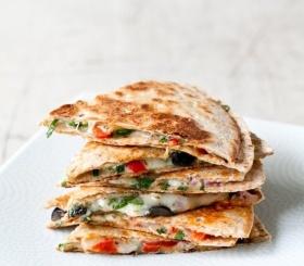 Рецепт дня: кесадилья с курицей и сыром