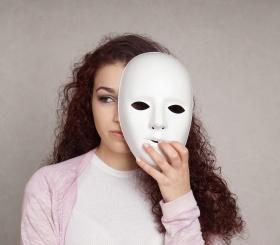 Три знака зодиака, которые часто носят маску в жизни
