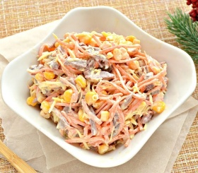 Рецепт дня: салат с курицей, фасолью и кукурузой