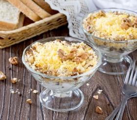Рецепт дня: салат с орехами и черносливом